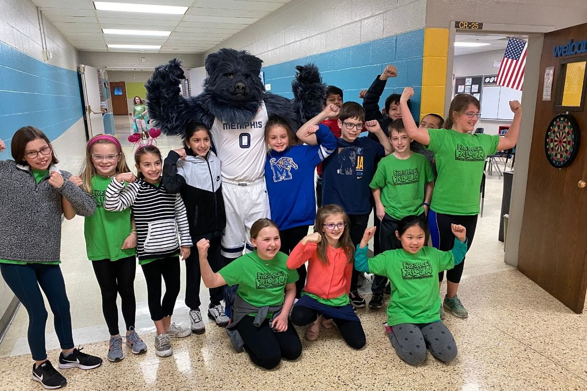 kids posing with mascot