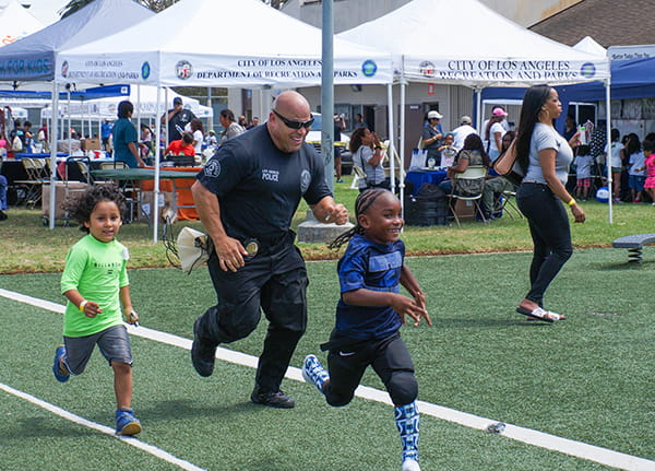 LAPD officer racing kids